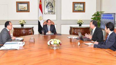 السيسي خلال اجتماعه ووزيري النقل والإسكان