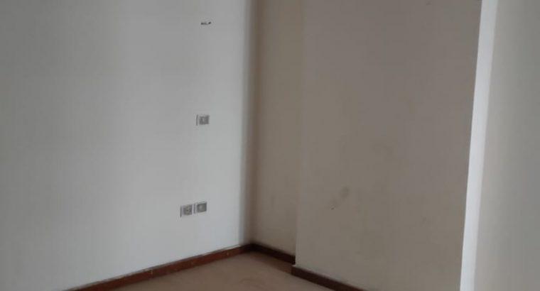 شقة للبيع تطل علي الليبيني بسعر 550 الف جنية