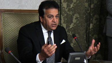 Photo of وزير التعليم العالي موجهًا نصيحة للشباب: لا أجيد التعامل مع مواقع التواصل