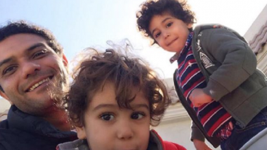 Photo of صورة آسر ياسين مع أبنائه تشعل إنستجرام