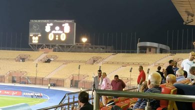 Photo of العامري فاروق يتابع مباراة الأهلي والاتحاد باستاد السلام