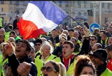 Photo of شرطة العاصمة الفرنسية تستخدم الغاز المسيل للدموع لصد إحتجاجات المواطنين
