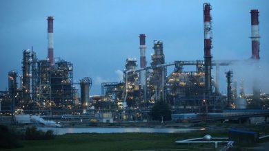 Photo of النفط يتراجع بسبب شكوك بشأن خفض الإنتاج وارتفاع مخزونات أمريكية