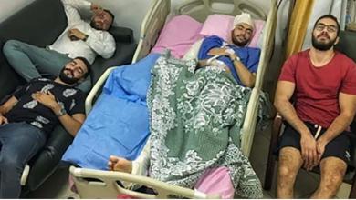 Photo of بالمواقف وليس بطول السنين ..قصة صورة أربعة أصدقاء في حجرة طبية واحدة