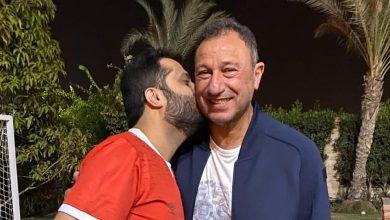 Photo of مرتدياً قميص الأهلي ..تركي آل الشيخ يزور محمود الخطيب بمنزله