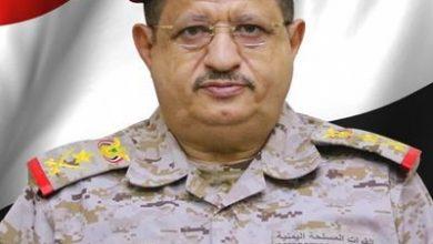 Photo of نجاة وزير الدفاع اليمنى من محاولة اغتيال ومقتل وإصابة عدد من مرافقيه