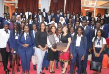 Photo of السفيرة المصرية في داكار تلتقي بمجموعة من الطلبة الجامعيين السنغاليين.