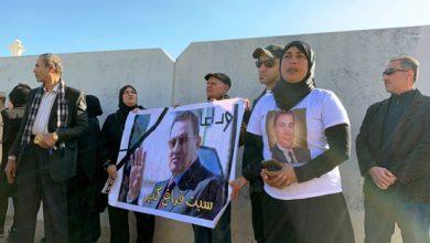 Photo of بالصور| محبو الرئيس مبارك يتجمعون خارج مسجد المشير قبل تشييع جثمانه