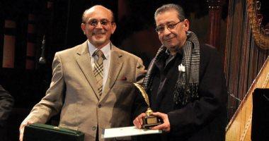 Photo of محمد صبحي ينعى لينين الرملي باكيا: ضلعا رئيسيا في نجاحاتي المسرحية