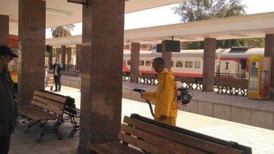 Photo of تعقيم وتطهير شوارع السوق السياحي ومحطة السكة الحديدية بأسوان