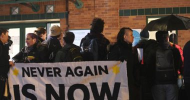 Photo of محتجون يقتحمون مبنى حكم ولاية أوهايو الأمريكية ويحطمون بعض محتوياته