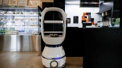 Photo of روبوت للمساعدة في الحفاظ على التباعد الاجتماعي في مقهى بكوريا الجنوبية