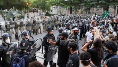 Photo of إصابة خمسة من رجال الشرطة في احتجاجات بعد تعهد ترامب باستدعاء الجيش الأمريكي
