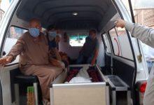 Photo of صور..خروج جثمان الفنان محمود جمعة أمام مستشفى جامعة بنها
