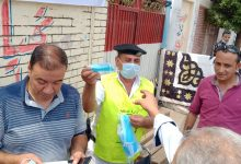 Photo of الشرطة توزع الكمامات على الناخبين خلال انتخابات مجلس الشيوخ