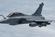 Photo of فرنسا تعلن نشر طائرتين رافال وسفينة حربية في المتوسط