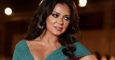 Photo of رانيا يوسف تنصح الشباب بالزواج في هذا السن