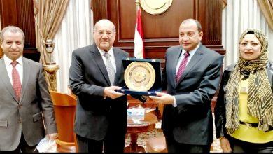 Photo of رئيس جامعة بني سويف يزور مقر مجلس الشيوخ لتهنئة المستشار عبد الوهاب عبد الرازق