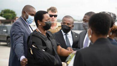 Photo of أرملة رئيس هايتي المغتال تعود للبلاد لحضور جنازته..صور